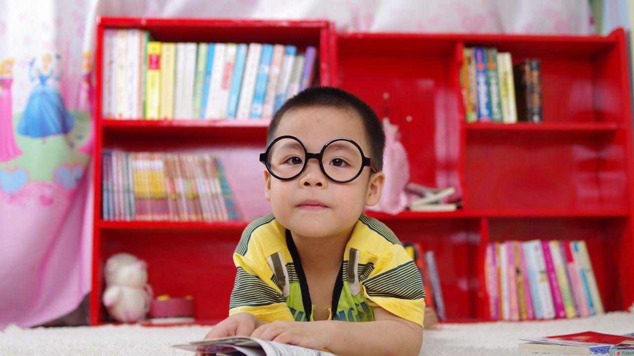 La lectura temprana en español ayuda a los niños a
